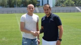 Талантлив вратар подписа първи професионален договор с Дунав