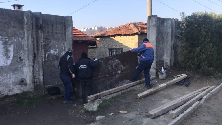 Въвеждат извънредни мерки в ромския квартал на Казанлък, съобщава bTV.
