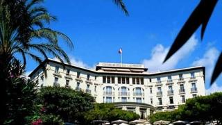 Олигарх купи хотел на богати и знаменити