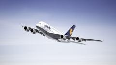 Най-големият пътнически самолет в света каца в София