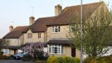 """Страхът """"да не пропусна"""" вдигна цените на имотите във Великобритания до рекордни нива"""