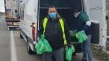 Раздават храна, вода и маски на блокираните тираджии на границата с Турция