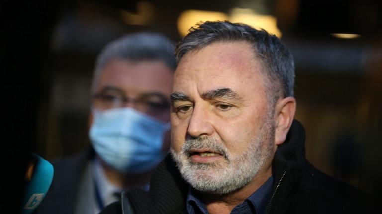 Д-р Ангел Кунчев: Към момента не мислим за сваляне на маските на закрито