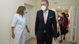 Здравният министър пита браншовете какви са най-щадящите мерки за тях