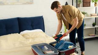 Защо да не качваме куфара върху леглото