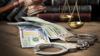Съдът остави в ареста двамата граничари от летище София