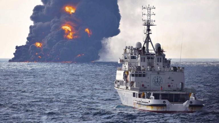 Иранският петролен танкер, който потъна в Източнокитайско море, остави две