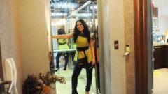 Теди Кацарова с асансьор у дома