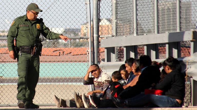 САЩ въвежда незабавна депортация на мигранти, отнема правото на адвокат