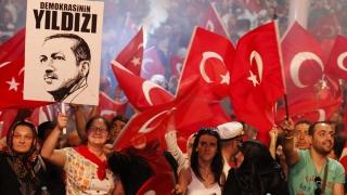 Хиляди съмишленици на Ердоган на поредни шествия в Турция