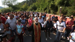 Жители на Своге протестират, искат спешно обезопасяване на пътя