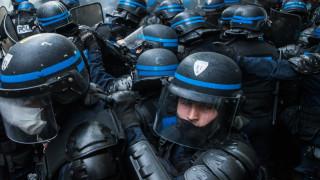 22-годишен загуби ръка, други са ранени при сблъсъци с полицията в Западна Франция