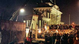 Берлиналето отбелязва падането на Берлинската стена
