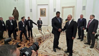 Мадуро благодари на Путин за руската подкрепа по време на визита в Кремъл