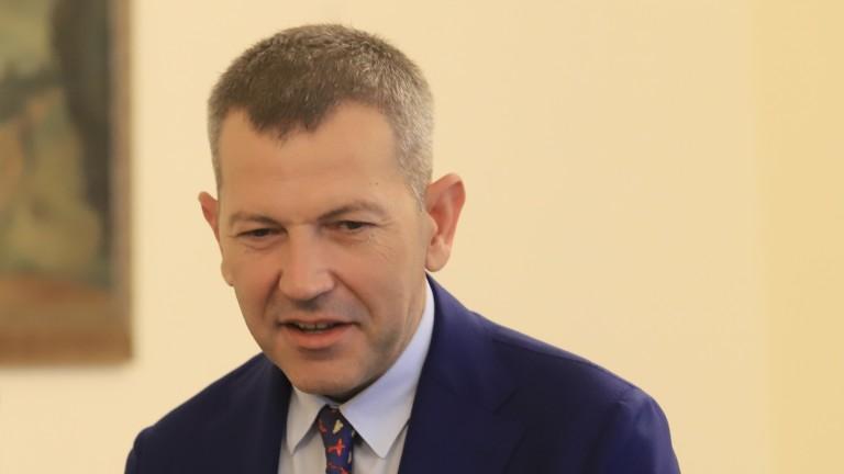 Министърът се оплака в ЕК за опашките от тирове по ГКПП-тата