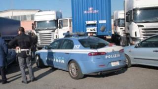 Откриха нелегални имигранти в български тир в Италия