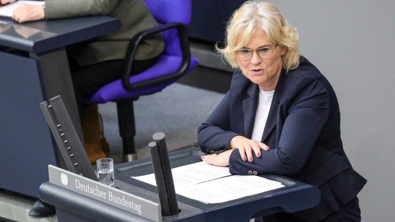 Германия криминализира тайното снимането под женски поли (Upskirting), престъпление, което