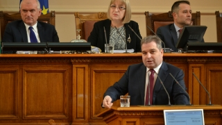 Законът за обществените поръчки събира извънредно депутатите