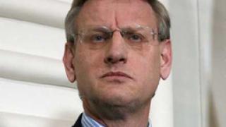 Карл Билд: Русия прилага тежък шантаж срещу Украйна