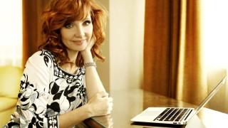 Лариса Ренар учи българките да покоряват