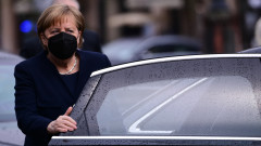 Меркел иска диалогът с Русия да продължи