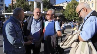 До 22 часа ще продължи митинг-концертът на Орлов мост