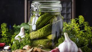 Какво да правим със сока от киселите краставички