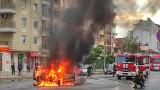 Кола избухна в пламъци насред столичен булевард