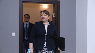 Няма закон, позволяващ вмешателство на държавата в семействата, уверява Сачева