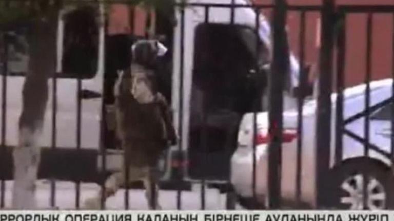 Стрелят и по полицаите в казахстанския град Алмати