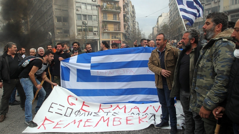 Кредиторите натискат Гърция за още икономии и орязване на пенсиите