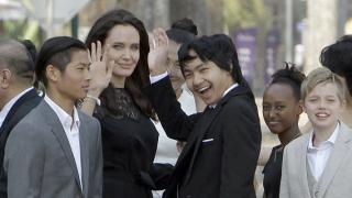 Анджелина осиновила Мадокс с измама