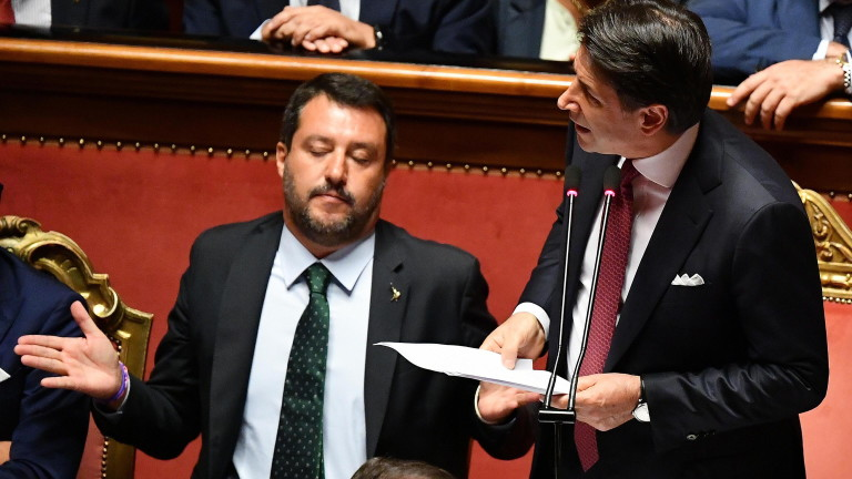 Премиерът на Италия Джузепе Конте обяви, че подава оставка, съобщават