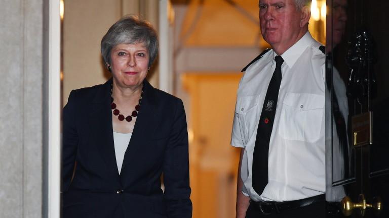 Британският печат отделя основно внимание на решението на кабинета на