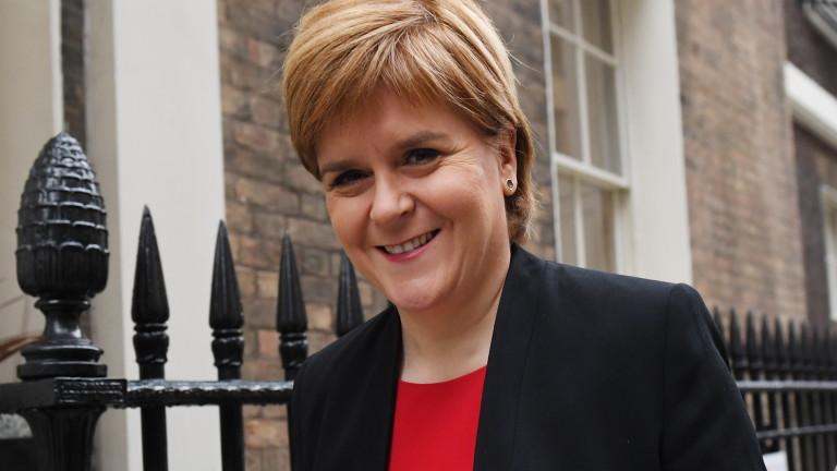 След като няколко британски министри подадоха оставка заради сделката за