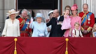 Джордж и Шарлот празнуваха рождения ден на прабаба си отново (СНИМКИ)