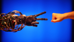 Тъмната страна на производството на роботи в Китай