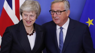 Юнкер и Мей с прогрес за Брекзит