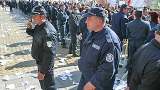 Над 1000 полицаи и жандармерия охраняват протестите