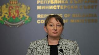И с консултациите Радев руши доверието в политическата система, критикува Сачева