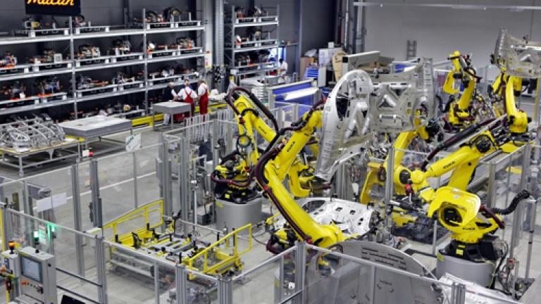 Евтини роботи изместват фабричните работници - Money.bg