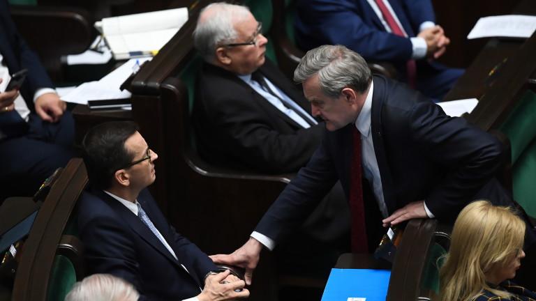 Премиерът на Полша Матеуш Моравецки неочаквано поиска от парламента вот