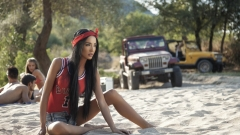 Ани Хоанг пусна летен клип (ВИДЕО)