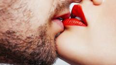 Накланяме глава надясно по време на целувка, защото...