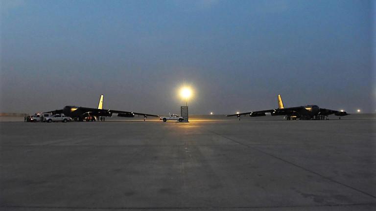 Бомбардировачи Б-52 на САЩ пристигнаха в Катар, Тръмп не изключва конфронтация