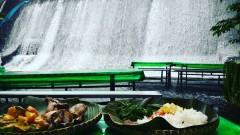 Да се храниш под пръските на водопад