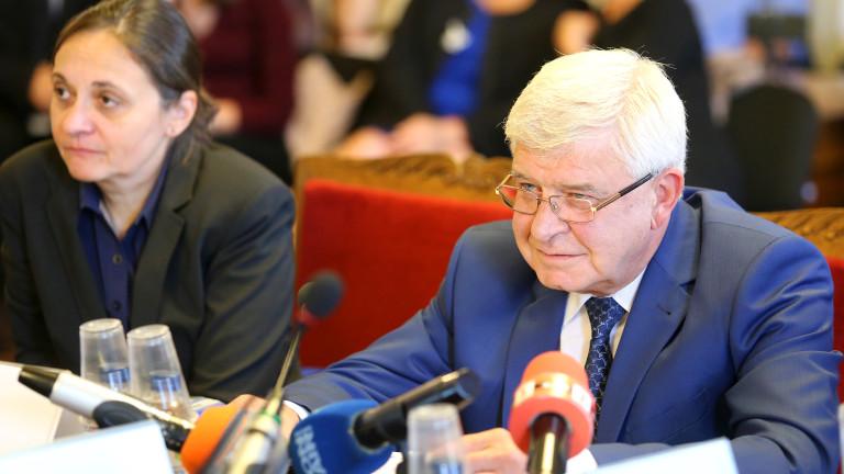 Некоректни мнения чул здравният министър Кирил Ананиев за предлаганата от