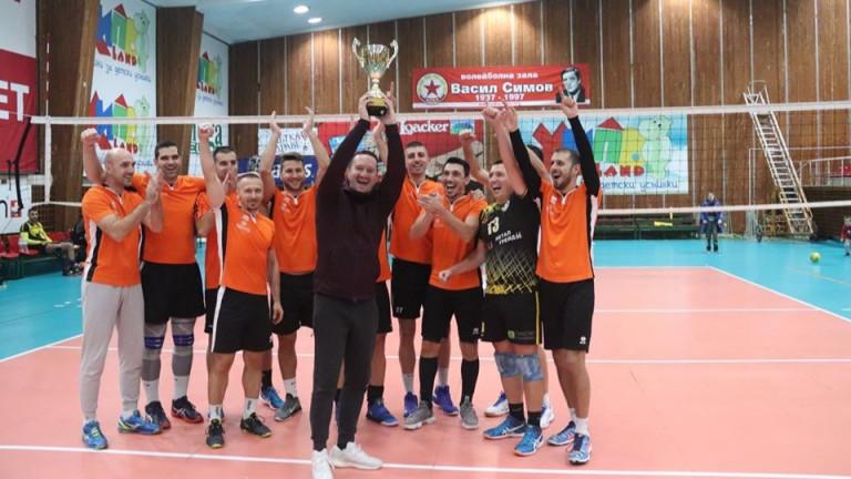 Легендите спечелиха Суперкупата на Volley Mania след 3:0 (25:20, 25:17,