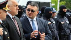 Вътрешният министър Маринов изпраща абитуриент - посреща евродепутати