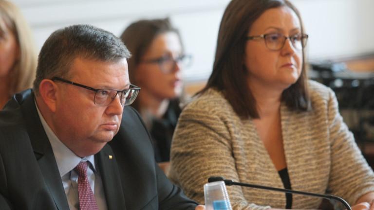 """Цацаров възмутен от нахалството на """"инвеститори"""", искащи да са български граждани"""